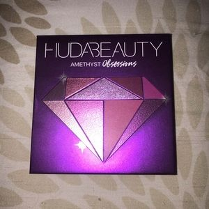 Huda Beauty Amethyst Obsession